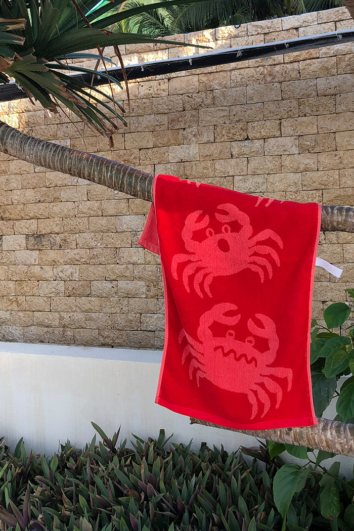 SWIMMING CRABS TOWEL